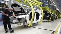 Mercedes-Benz kembali membuka pabriknya di Sindelfingen, Jerman.