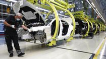 Pabrik Mercedes-Benz di Jerman Kembali Beroperasi
