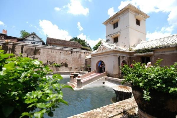 Taman Sari juga disebut sebagai istana air. Taman ini juga digunakan untuk tempat pemandian permaisuri serta para putri raja pada masanya. (Pradikta Kusuma/dtraveler)