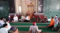 Dialog Warga-Polisi soal Demo Masjid NTB Ditutup: Sepakat Salat di Rumah