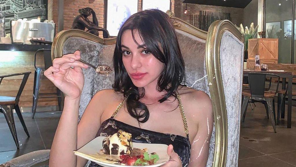 Cantiknya Nora Alexandra, Istri Jerinx SID yang Doyan Ngopi