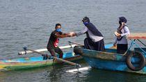 KKP Bagikan 33.200 Nasi Ikan untuk Masyarakat Terdampak COVID-19