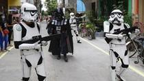 Invasi ke Filipina, Darth Vader dan Stormtrooper Minta Warga Tetap di Rumah