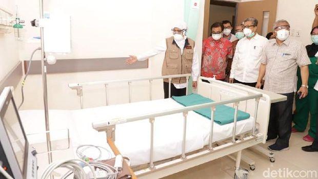 Gubernur Khofifah pantau kesiapan bed RSKI (Foto: Hilda Meilisa Rinanda/detikcom)
