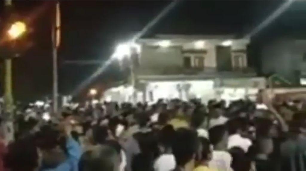 Warga Demo Masjid Ditutup untuk Tarawih dan Jumatan, Polisi Ajak Dialog