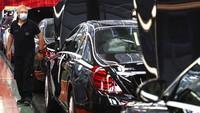 Pabrik tersebut merakit Mercedes-Benz S-Class.
