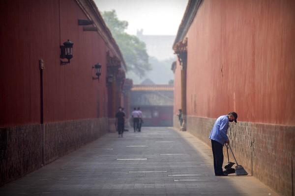 Sebelumnya, Forbidden City ditutup sejak 25 Januari untuk memutus penularan virus Corona di China. Setelah tiga bulan tutup, Istana terlarang akan dibuka lagi. Tapi, ruang pameran dan tempat layanan dalam ruangan akan tetap ditutup untuk saat ini.