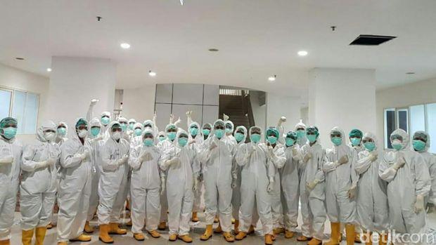 Perawat di RS Wisma Atlet Jakarta/
