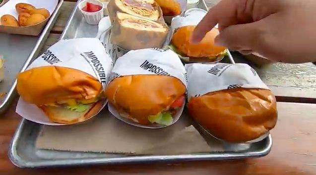 Keluarga Alinskie cicip burger hits di AS