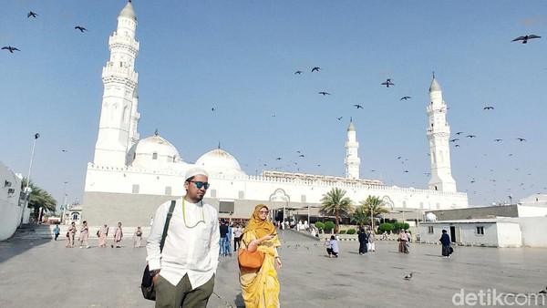 Quba merupakan masjid pertama yang didirikan langsung oleh Nabi Muhammad. Memiliki luas 5.860 persegi, masjid ini mampu menampung 20 ribu jemaah. (Rachman Haryanto)