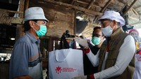 Hingga kini, Relawan Indonesia Bersatu Lawan Covid-19 telah memberikan 15.000 paket sembako dan akan terus diberikan dalam tiga bulan ke depan. dok. Relawan COVID-19