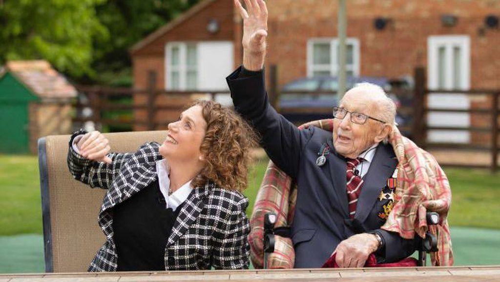 Di Usia 100 Tahun, Kapten Tom Kumpulkan Miliaran Rupiah Untuk Tenaga Kesehatan