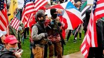 Bawa Senapan Serbu, Demonstran AS Gelar Demo Lockdown di Parlemen Michigan