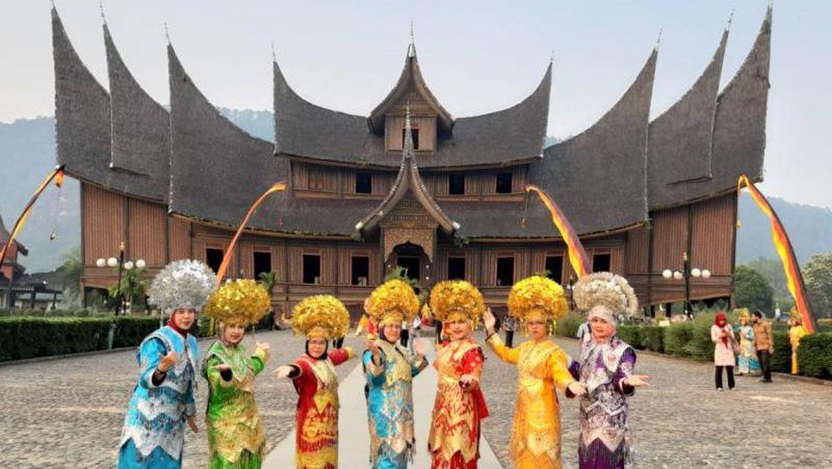 Mengenal Rumah Gadang dari Sumatera Barat yang Memukau