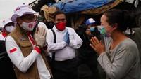 Pemberian bantuan ini merupakan rangkaian kegiatan yang dilakukan Relawan Indonesia Bersatu Lawan COVID-19 dalam membantu pemerintah menangani pandemi ini. Saat ini, 1,5 Juta dari 10 juta masker telah didistribusikan kepada masyarakat. dok. Relawan COVID-19