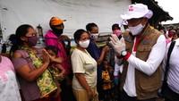 Pada kesempatan itu, Relawan Indonesia Bersatu Lawan COVID-19 juga memberikan bantuan berupa Masker 900 Pcs, dan 300 paket sembako untuk para warga Bantargebang yang terdampak wabah Corona dan PSBB. dok. Relawan COVID-19