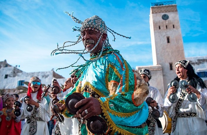 Salah satu seni musik tradisional Islam adalah Gnawa yang berasal dari Maroko, Afrika Utara. Seni musik ini juga telah mendapatkan pengakuan UNESCO sebagai seni budaya warisan dunia.