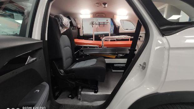 Modifikasi kembaran Wuling Almaz jadi mobil ambulans