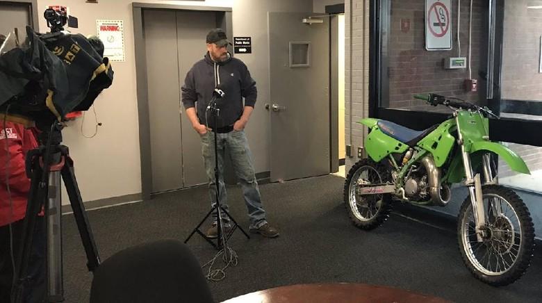 Setelah terpisah 27 tahun, pria ini bersatu kembali dengan motornya