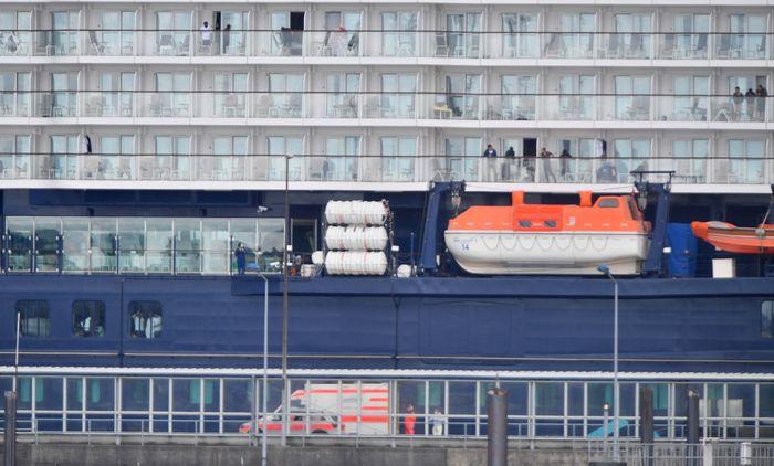 Satu awak kapal pesiar Mein Schiff 3 yang dioperasikan perusahaan pariwisata Jerman, TUI Cruises positif Corona. Akibatnya 2.899 awak kapal tersebut dikarantina.