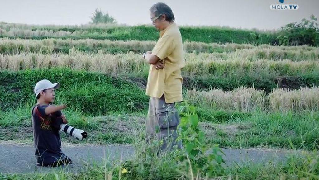 Dapat Beasiswa dari Darwis Triadi, DifabelIni Jadi Fotografer Andal