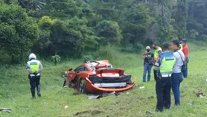 Kecelakaan supercar McLaren di Tol Jagorawi (Dok. Istimewa)