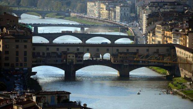 Jembatan Ponte Vecchio (Foto GABRIEL BOUYS/AFP/AFP/Getty Images via CNN)
