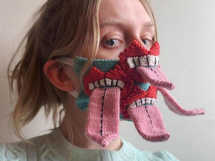 Masker Unik Berbentuk Lidah