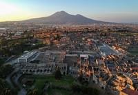Bencana letusan Gunung Vesuvius yang membenamkan Kota Pompeii pun memunculkan beragam spekulasi di kalangan masyarakat.Tak sedikit peneliti yang datang silih berganti ke kawasan kuno itu untuk meneliti dan mengungkap legenda yang menyelimuti kota kuno itu. Salvatore Laporta/KONTROLAB/LightRocket via Getty Images