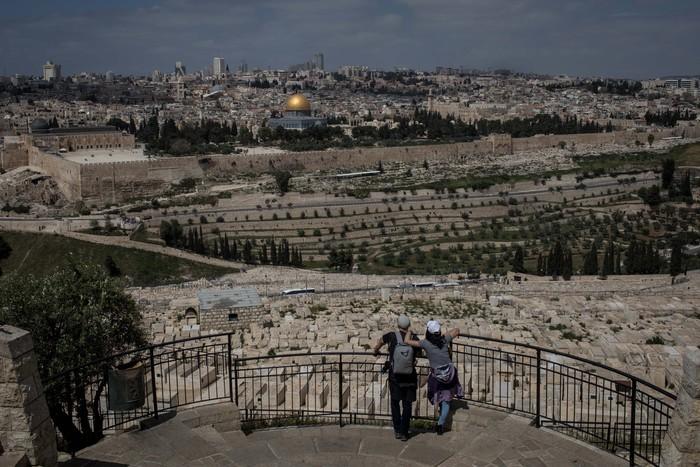Masjid Al-Aqsa di Palestina ditutup akibat wabah Corona. Yuk kita lihat masjid yang pernah menjadi kiblat suci umat Islam yang pertama itu.