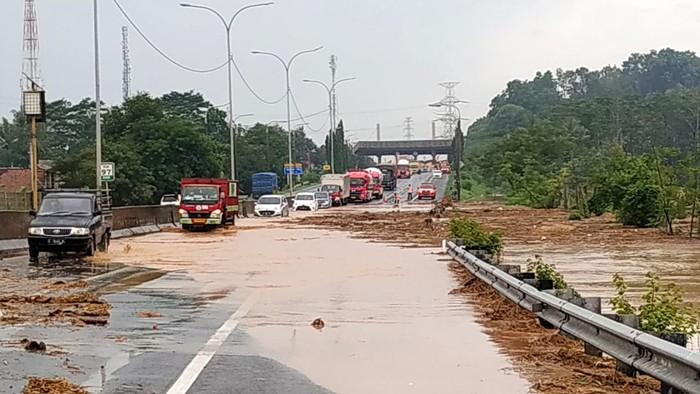 Banjir di Tol Merak arah Tangerang