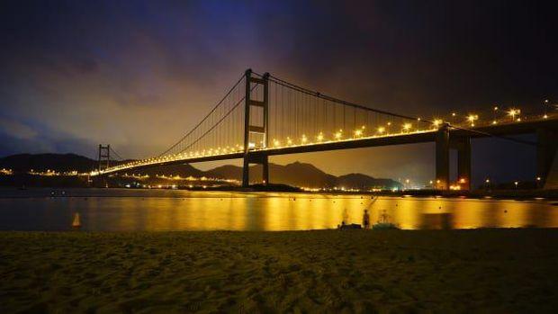 Jembatan Tsing Ma Hong Kong (Johnny Lai/Creative Commons/Flickr via CNN)