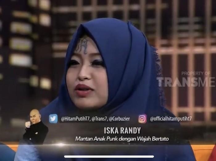 Gaya Hijab Iska Randy Anak Punk