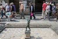Letusan Gunung Vesuvius di Naples, Italia, pada tahun 79 Sebelum Masehi membenamkan Pompeii, sebuah kota yang mahsyur di zaman Romawi Kuno. Peristiwa itu pun hingga kini masih menyisakan misteri. Giorgio Cosulich/Getty Images.