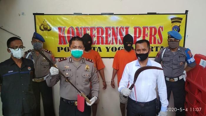 Polsek Umbulharjo, Kota Yogyakarta amankan dua napi asimilasi yang ancam pemuda pakai sajam, Senin (4/5/2020).