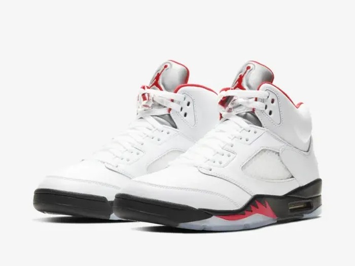 Nike Air Jordan 5 Fire Red.