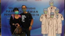 Influencer Falla Adinda yang juga seorang dokter membagikan kisahnya menjadi relawan medis. Sebulan terakhir, ia turut menangani pasien corona di Wisma Atlet.