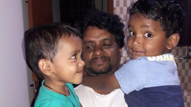 Rajesh Jayaseelan dan anak-anaknya