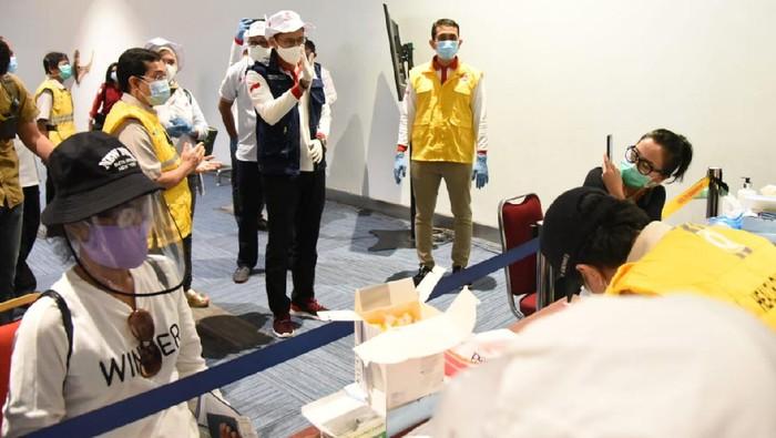 Relawan Indonesia Bersatu Lawan COVID-19 menerjunkan 13 dokter untuk menjalani rapid test massal di Bandara Soekarno-Hatta.