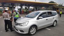 Bawa Pemudik Asal Jakarta-Bekasi, Dua Mobil Ditilang di GT Cileunyi