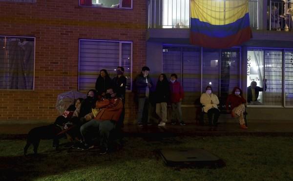Inisiatif ini merupakan bagian dari program Cine Colombia yang diluncurkan pada 2017 lalu. Tujuannya untuk membawa film-film ke kota-kota terpencil yang kerap dilanda kekerasan dan kemiskinan di negeri itu. (AP Photo/Fernando Vergara)