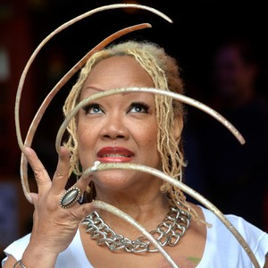 Wanita Pemilik Kuku Terpanjang Akhirnya Potong Kuku Setelah 28 Tahun