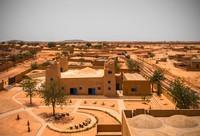 Penggunaan batu bata merah sebagai bahan utama pembangunan masjid tersebut dilakukan agar suhu ruangan di dua bangunan itu tetap terasa sejuk. Istimewa/Dok. James Wang via Archdaily.