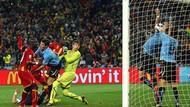 Handball Suarez Vs Ghana di Piala Dunia 2010 dan Pingsannya Pemain Uruguay