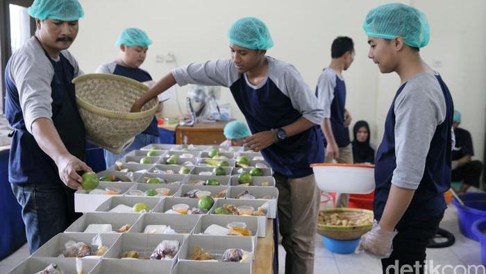 Masjid bagikan makanan gratis selama Ramadhan