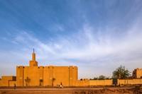 Bentuk bangunan yang unik dan tak biasa membuat Masjid Dandaji kerap disebut sebagai salah satu masjid terunik di dunia. Istimewa/Dok. James Wang via Archdaily.