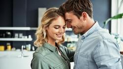 Tidak Selalu Lingerie, Ini 4 Baju Rumahan yang Dianggap Seksi Para Pria