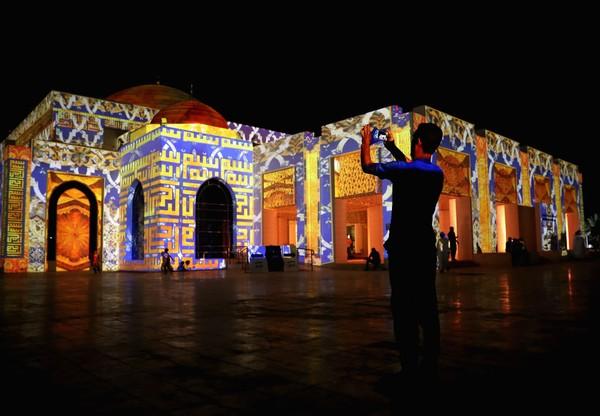 Masjid yang dibangun oleh putra mahkota Ajman, Shaikh Ammar Bin Humaid tersebut bergaya Maroko dan Andalusia.
