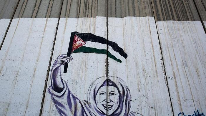 Israel yang ketakutan dengan bom pejuang Palestina membangun tembok perbatasan Yerusalem. Begini kehidupan di tembok perbatasan saat dipotret 3 tahun lalu.