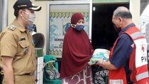 Ribuan Paket Sembako untuk Warga Terdampak COVID-19